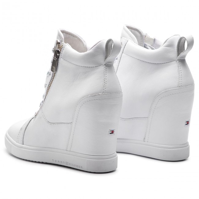 b3dc60babc88c Sneakersy TOMMY HILFIGER - Iridescent Dress Sneaker FW0FW03921 White 100